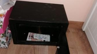 Bani găsiți de polițiști în urma percheziții la traficanți de droguri. FOTO Poliția Română - DIICOT