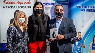 """Narcisa Lecușanu a lansat la Constanța cartea """"Povestea vieții mele"""". FOTO Paul Alexe"""