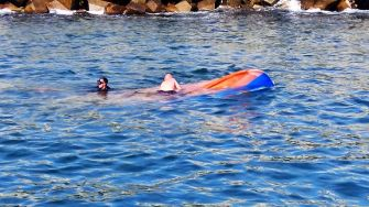 """Acțiunea de salvare a celor trei pescari din Marea Neagră. FOTO ISU """"Dobrogea"""""""