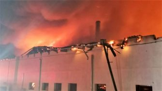 Incendiu de proporții la o fabrică de pâine din localitatea Satu Nou