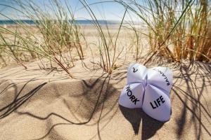 Meer, Sand, Düne mit der Idee Work-Life-Balance