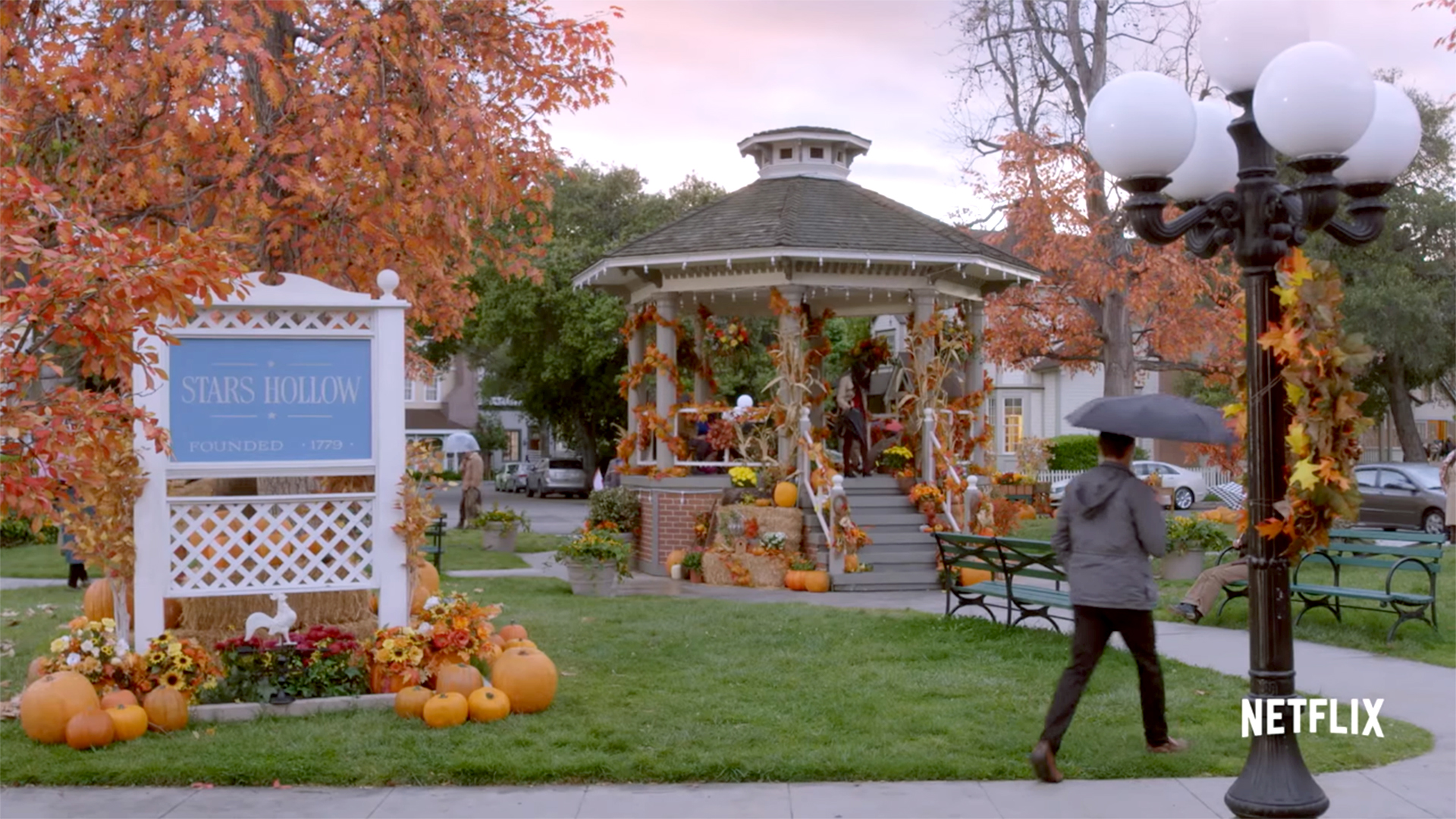 Gilmore Girls A Year In The Life Wallpaper Gilmore Girls Stars Hollow In Ct Visit Ct