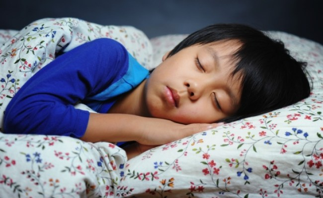 Setting An Earlier Bedtime May Help Your Child S Waistline