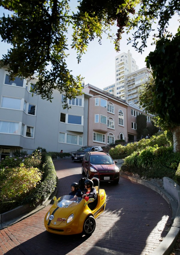 Tourists Swamp San Francisco' Famously Curvy Lombard