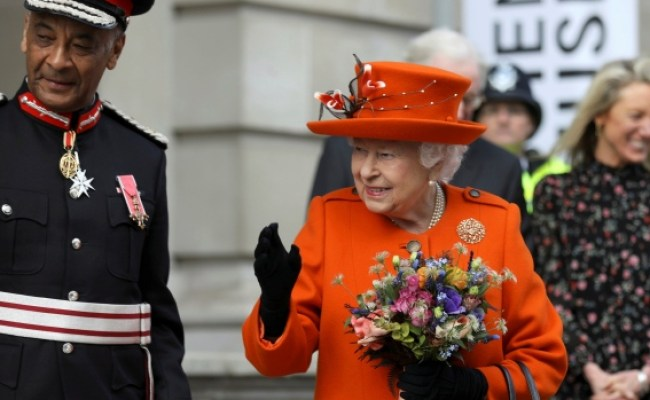 Insta Monarch Queen Elizabeth Makes First Instagram Post