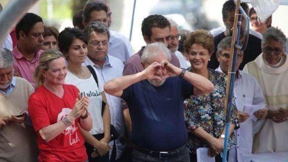 Lula con sus seguidores
