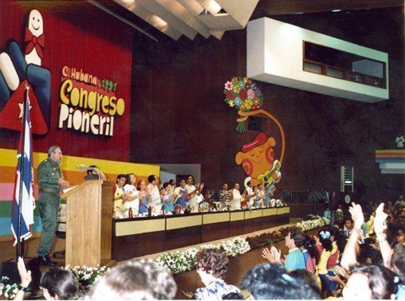 En la clausura del I Congreso de Pioneros, La Habana, 1ro de noviembre de 1991. Foto: Estudios Revolución / Sitio Fidel Soldado de las Ideas.