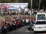 El papamovil en las calles de Santiago de Cuba. Foto: Ismael Francisco/ Cubadebate