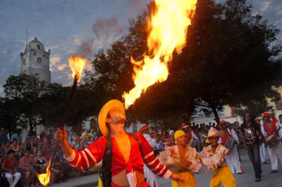A todo color se inaugur en Holgun XVI Fiesta de la