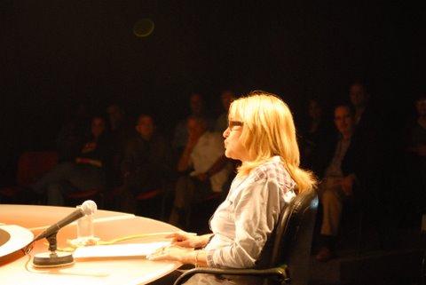 Arlenz Abran, máxima dirigente de igual asociación de cubanos en Bélgica.  Redonda del 29 de enero de 2010 sobre encuentro de emigrados en La Habana. Foto: René García