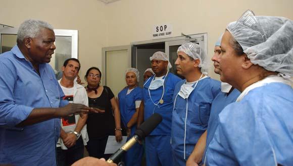 https://i0.wp.com/www.cubadebate.cu/wp-content/uploads/2010/02/lazo-con-cooperantes-cubanos-02.jpg