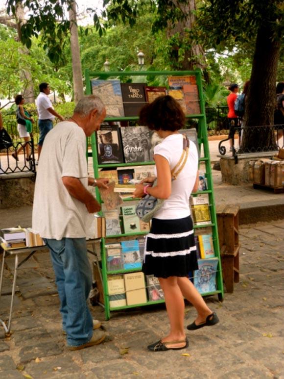 Librerías ambulantes en la Habana Vieja