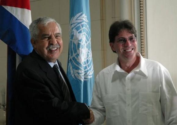 Bruno Rodríguez Parrilla (D), ministro de Relaciones Exteriores de Cuba, recibe al presidente de la Asamblea General de la Organización de las Naciones Unidas (ONU), el libio Ali Treki, en la sede de la cancillería, en Ciudad de La Habana, Cuba, el 28 de junio de 2010. AIN FOTO/Omara GARCIA MEDEROS