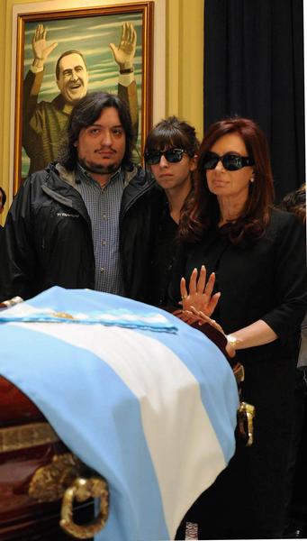 Multitudinaria despedida en Argentina a Nstor Kirchner