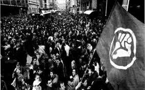 Manifestación en Serbia con el símbolo de Otpor