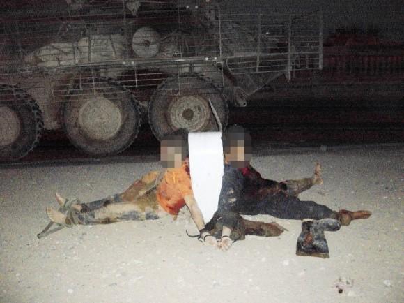 """Esta imagen de dos """"matar equipo"""" víctimas proviene de la colección de uno de los sospechosos."""