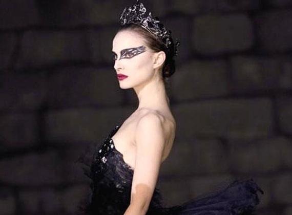 Natalie Portman se llevó el Oscar como Mejor Actriz por la cinta Black Swan en la 83 edición de los premios de la Academia de Artes y Ciencias Cinematográficas de Hollywood.