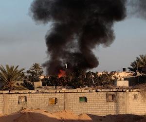 Bombardeo contra la ciudad de Misrata, en Libia.