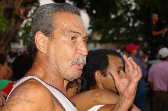 """""""Silvio es el bárbaro"""", me dijo este señor lleno de sabiduría popular. Foto: Rafael González/Cubadebate."""