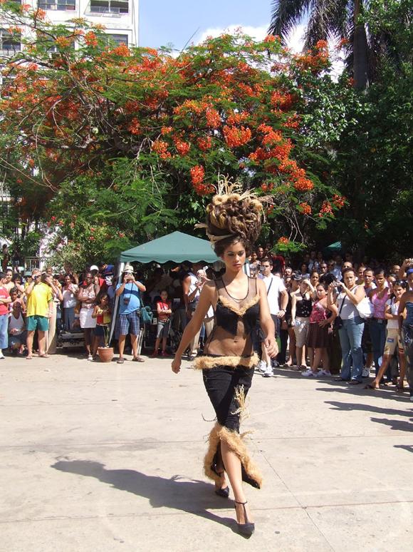 Los desfiles de moda este año se efectuarán todos los sábados   a las 5 de la tarde. Foto archivo: Marianela Dufflar