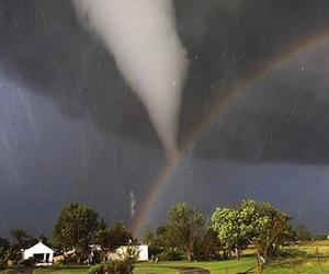 Inslita imagen de un tornado y un arcoiris  Foto  Cubadebate