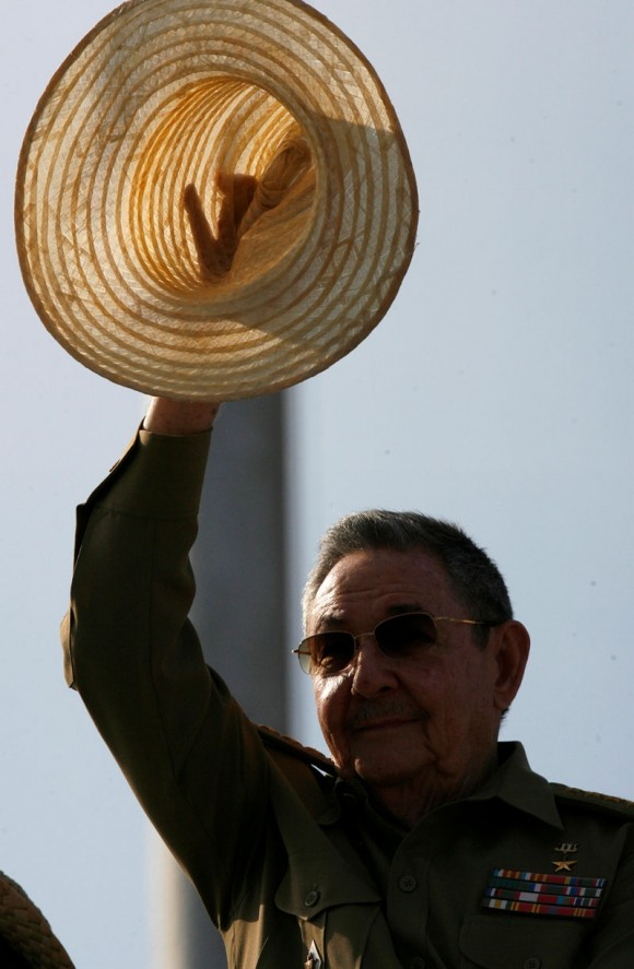 Raúl Castro en la revista militar y desfile popular por el aniversario 50 de la proclamación del Carácter Socialista de la Revolución Cubana y de la Victoria en Playa Girón, en la Plaza de la Revolución José Martí, en La Habana, Cuba, el 16 de abril de 2011. AIN FOTO/Marcelino VAZQUEZ HERNANDEZ