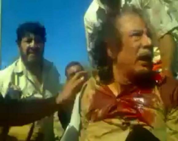 Las imágenes son parte del video que muestra los últimos minutos de vida del exlíder libio, Muamar Gadafi, quien fue capturado por los rebeldes que le dieron muerte, el día de ayer. Foto: REuters