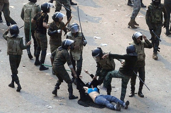 Egipto: brutal golpiza