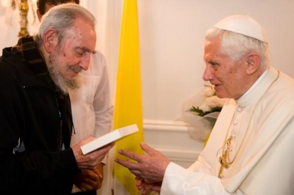 Fidel Castro y Benedicto XVI en la sede de la Nunciatura Apostólica. Foto: Alex Castro/ Cubadebate