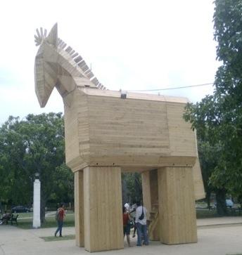 El Caballo de Troya de mi parque. Foto: Pablo Urbano/ Cubadebate