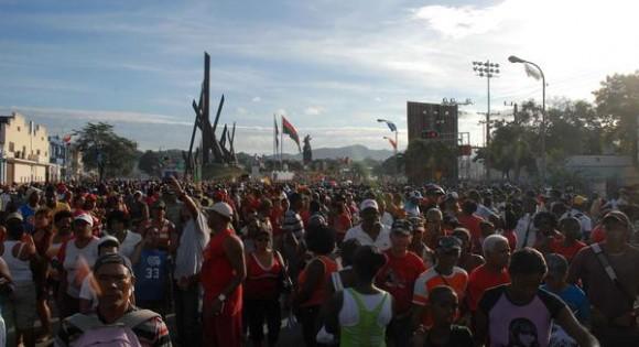 Desfile del Primero de Mayo, realizado en la plaza de la Revolución, Antonio Maceo de Santiago de Cuba, el 1 de mayo de 2012. AIN FOTO/Miguel RUBIERA JUSTIZ