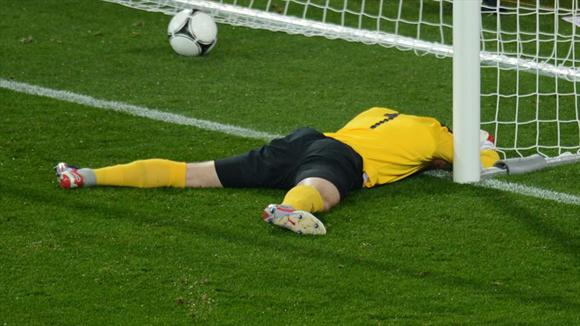 Given la pasó muy mal. Foto: UEFA.