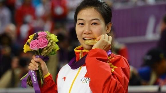 La tiradora china Yi Siling ganó la primera medalla de oro de los Juegos
