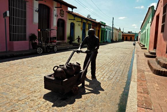 Aguador, escultura de la artista Marta Jiménez ubicada en la Plaza Del Carmen. Foto: Ladyrene Pérez/Cubadebate.