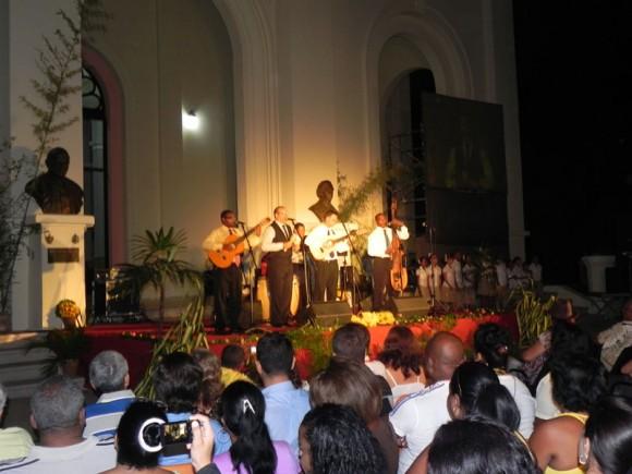 "El Septeto santiaguero ""Pasaporte"" dio inicio a la Serenata Morena"