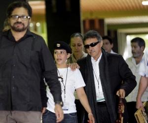 Integrantes  de las FAR, a su llegada al  Palacio de Convenciones de la Habana, Cuba,  para los Dialogos de paz entre las FARC-EP, y el Gobierno de Colombia. Foto: Ismael Francisco/Cubadebate.