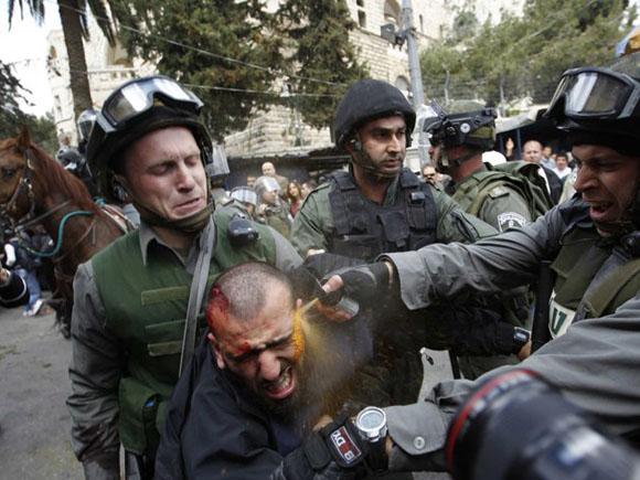Israel: Violenta represión policial en el Día de la Tierra palestina, el 30 de marzo. Foto: REUTERS/Ammar Awad.