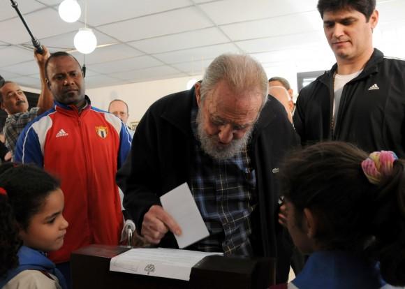 Fidel ejerciendo el voto el 3 de febrero de 2013. Foto Cubadebate/Ismael Francisco