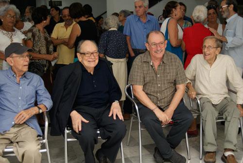 De izquierda a derecha Julio García Espinosa, Alfredo Guevara, Silvio Rodríguez y Enrique Pineda Barnet en la inauguración de la exposición homenaje al GESI. Foto. Paco Bou