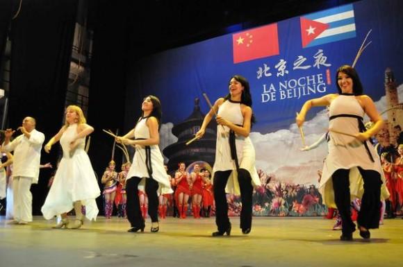 Compañía Habana Compás Dance durante la presentación del espectáculo La noche de Beijing, en el Teatro Mella, en La Habana, Cuba, el 30 de mayo de 2013. AIN FOTO/ Roberto MOREJON RODRIGUEZ