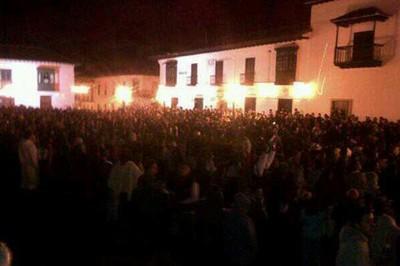 Más de 50 mil personas cacerolearon hasta la media noche. Foto: El Espectador.