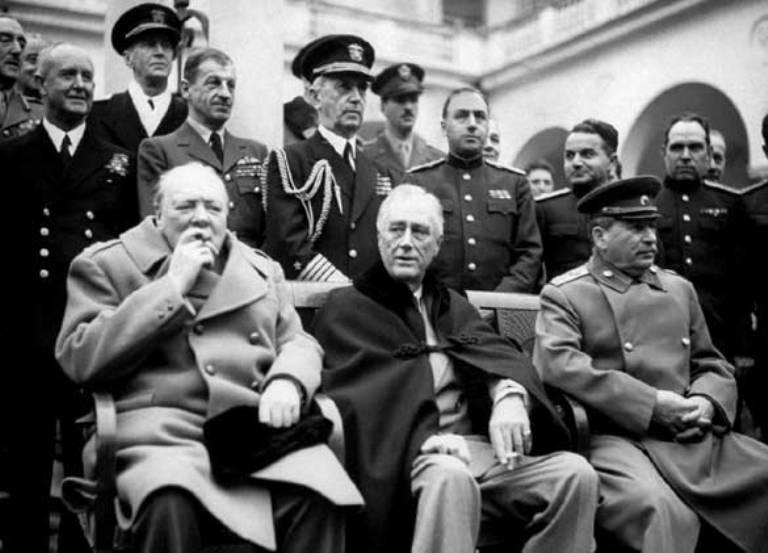 La Conferencia de Yalta reunió a los tres principales líderes que luchaban contra el fascismo: Iósif Stalin (URSS), Winston Churchill (Gran Bretaña) y Franklin D. Roosevelt (Estados Unidos)