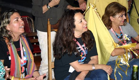 Kenia Serrano, presidenta del ICAP, junto a  Alicia Jrapko y Graciela Ramírez, activistas de los movimientos de solidaridad. Foto: Daylén Vega / Cubadebate.