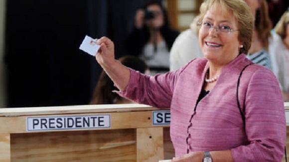 Michelle-Bachelet-escuela-Santiago-Reuters