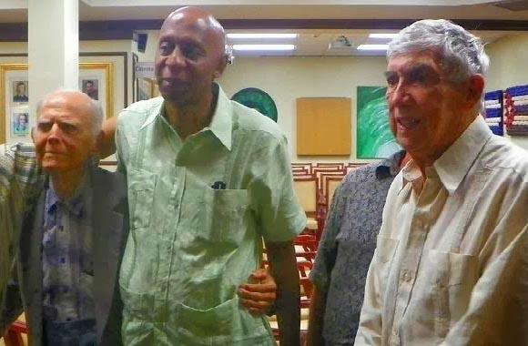 El mercenario Fariñas se reunió el pasado mes con el terrorista Posada Carriles y el despreciable Hubert Matos. Esa es la fauna que ahora apadrina Obama