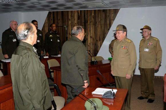 Raúl Castro visitó el Puesto de Dirección del Órgano de la Seguridad y el Orden Interior. Foto: Estudios Revolución
