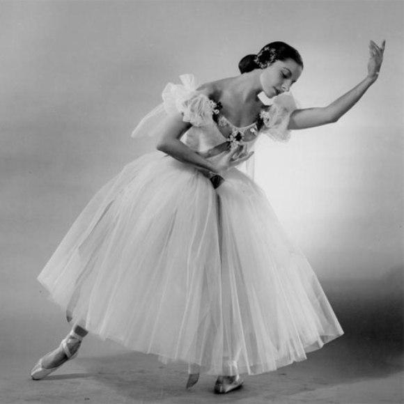Resultado de imagen para Foto de Alicia Alonso bailando Giselle