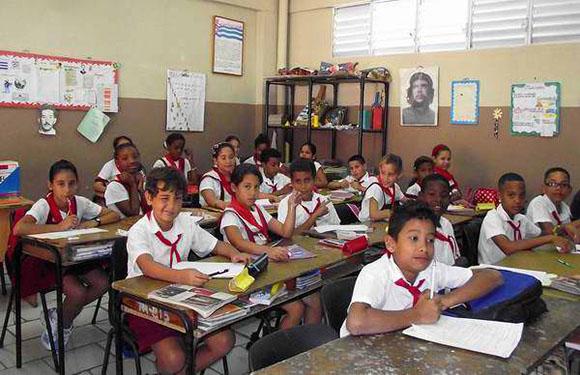 Niños en una escuela de enseñanza primaria en La Habana. Foto: Archivo.