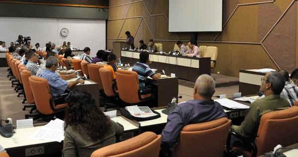 Durante miércoles y jueves los diputados cubanos se reúnen en diez comisiones para debatir acerca de importantes temas económicos, sociales y políticos del país.