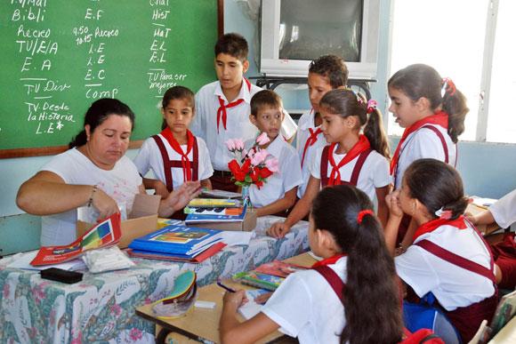 Resultado de imagen para aulas cubanas